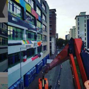Grote muurschildering op videolab ter ere van 70 jaar televisie